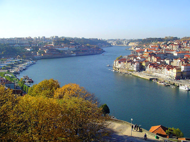 View over the River Douro in Portugal. Porto to the right and Vila Nova de Gaia on the left. Photo: WikiMedia.org.