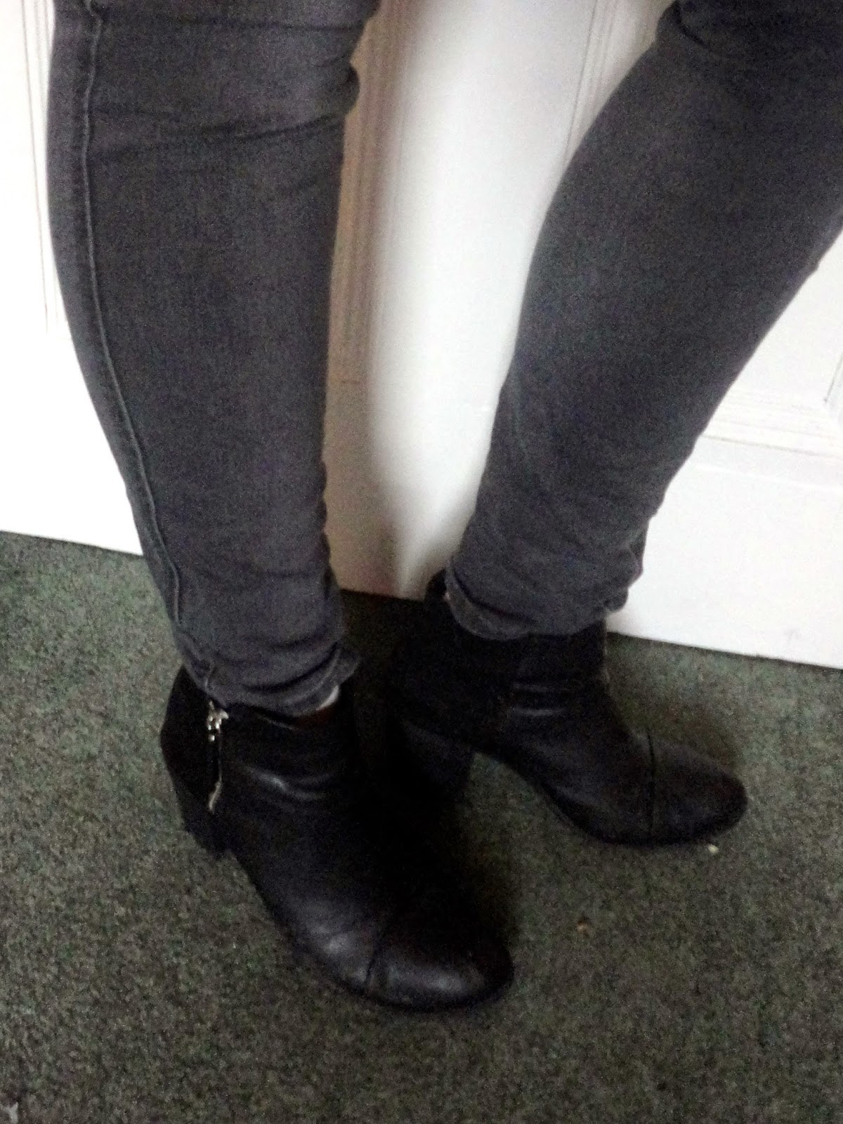 Outfit shoe details - low heel black ankle boots, with grey skinny jeans