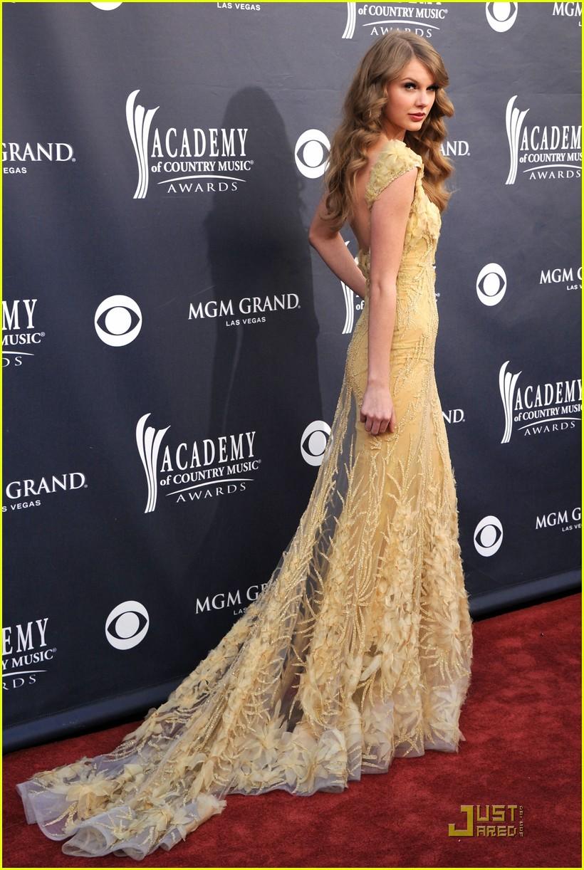 Taylor Swift Smoking Weed Red carpet :taylor swift