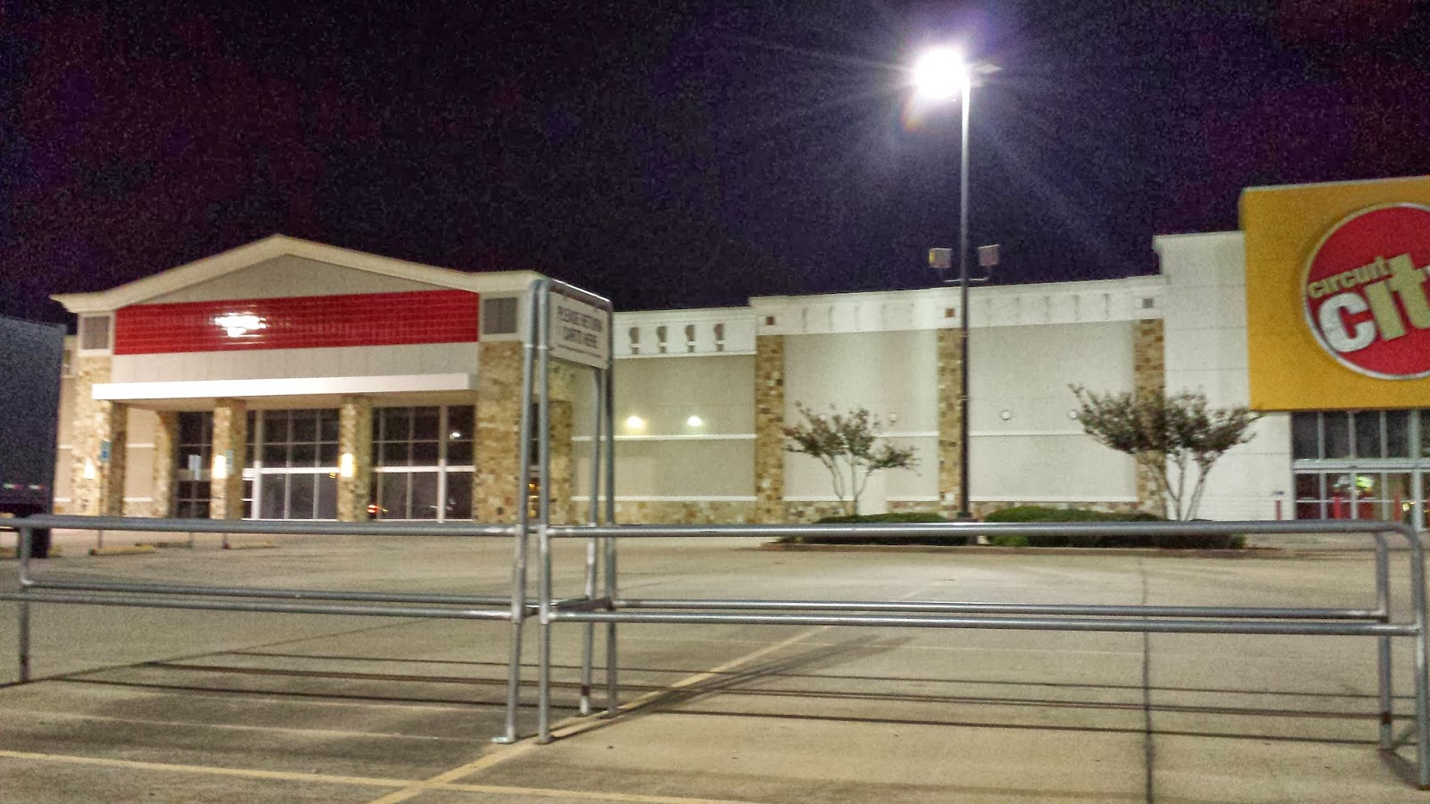 The Former Linens And Things Circuit City Are Now Combined Will Become A Conns Store