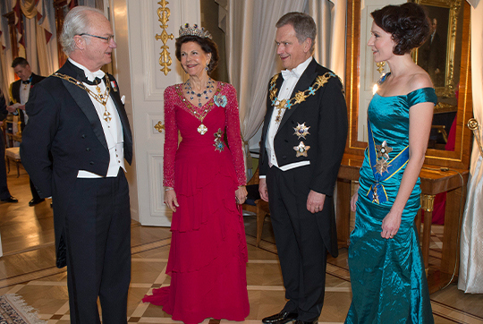 Finland's President Sauli Niinisto, King Carl XVI Gustaf of Sweden, Queen Silvia of Sweden and Niinisto's wife Jenni Haukio pose upon arrival for a state dinner at the Presidential Palace in Helsinki