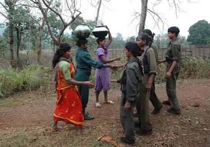 """Rendiamo onore alle """"audaci rivoluzionarie"""" maoiste!"""