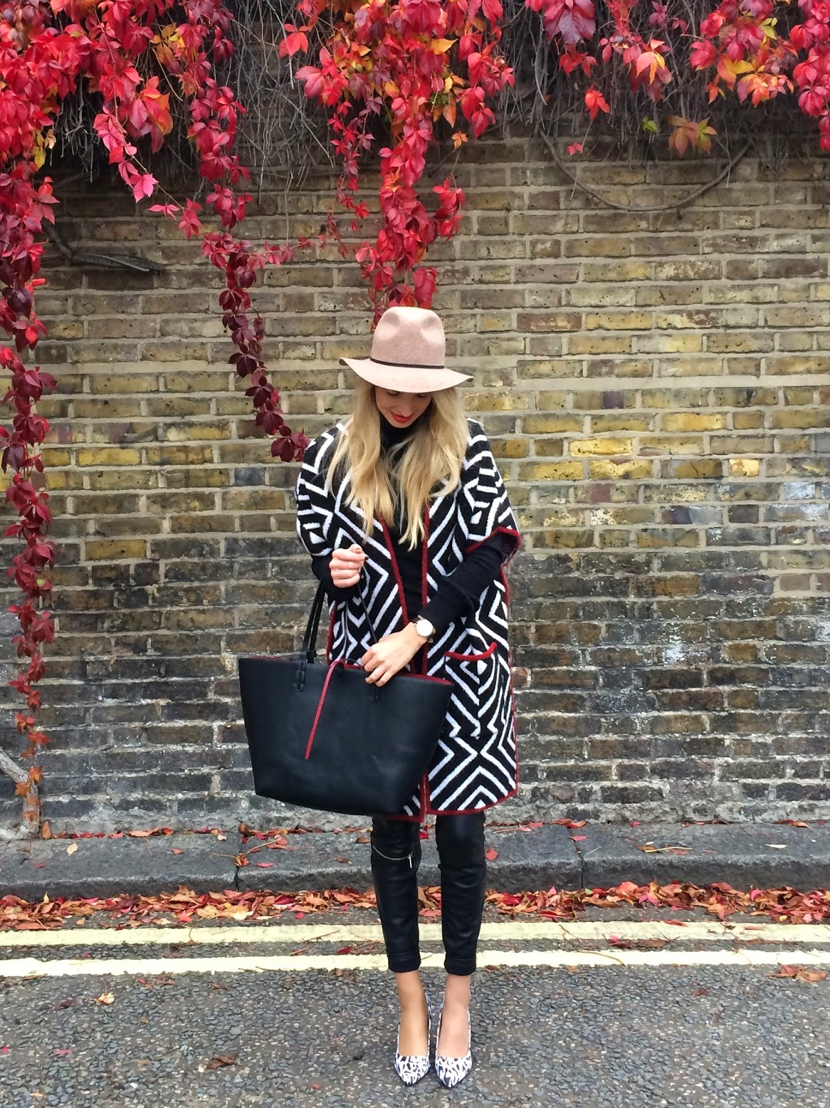 topshop hat, topshop fedora hat, camel coloured fedora hat, poncho , zara poncho, autumn look, mansur gavriel style bag, tote bag, black tote bag, leather biker pants, asos heels