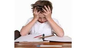 كيفية تعليم طفلك الاستقلالية لحل واجباته المدرسية
