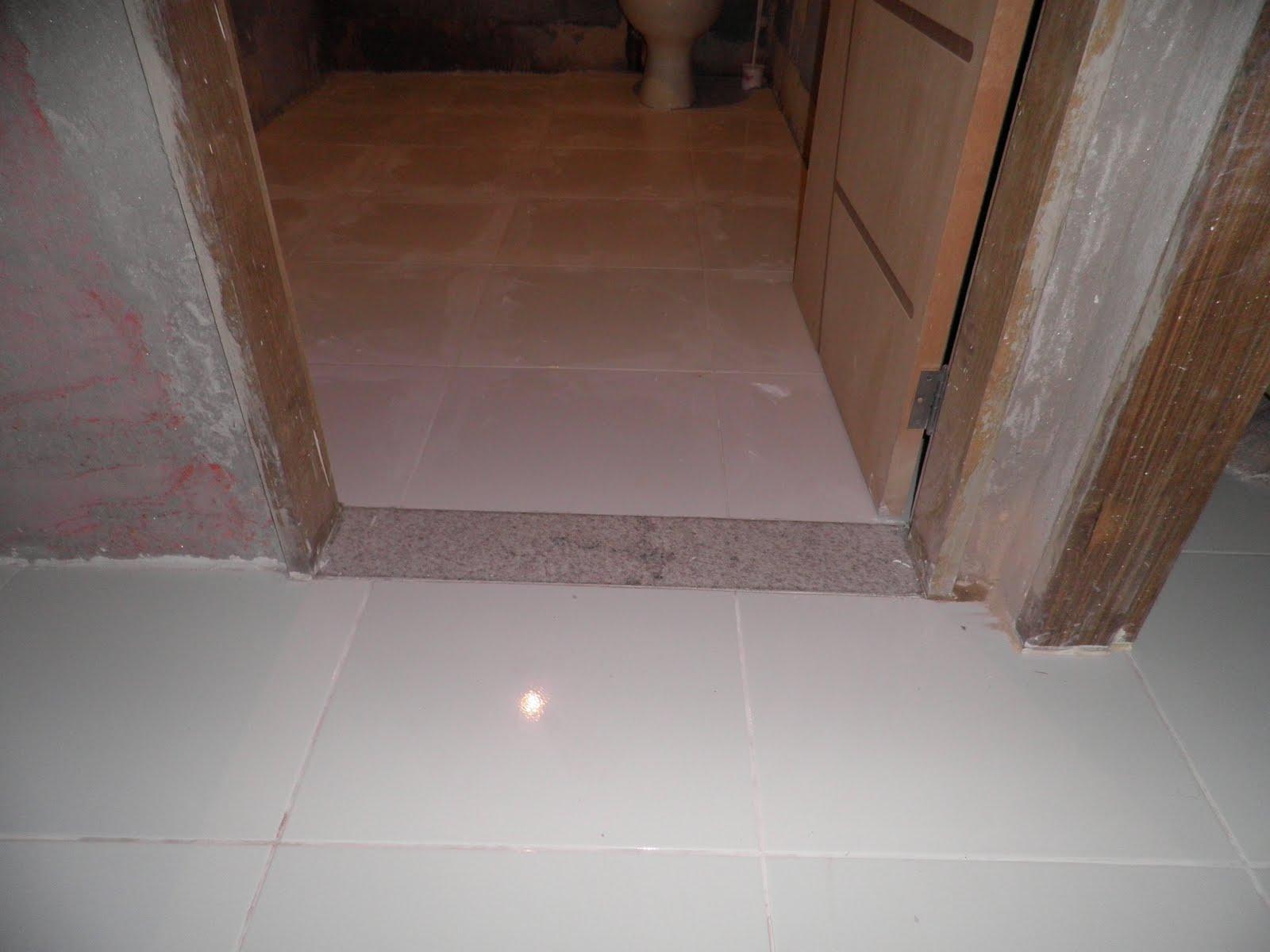 DISTANCIA: Piso da Varanda e Pequenas Mudanças no Banheiro #3C281F 1600x1200 Banheiro Branco Siena