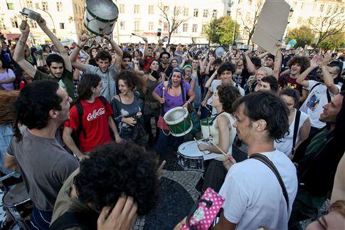 """Portugal """"rebelde"""": Activistas do movimento 19M permanecem no Rossio mais um dia"""