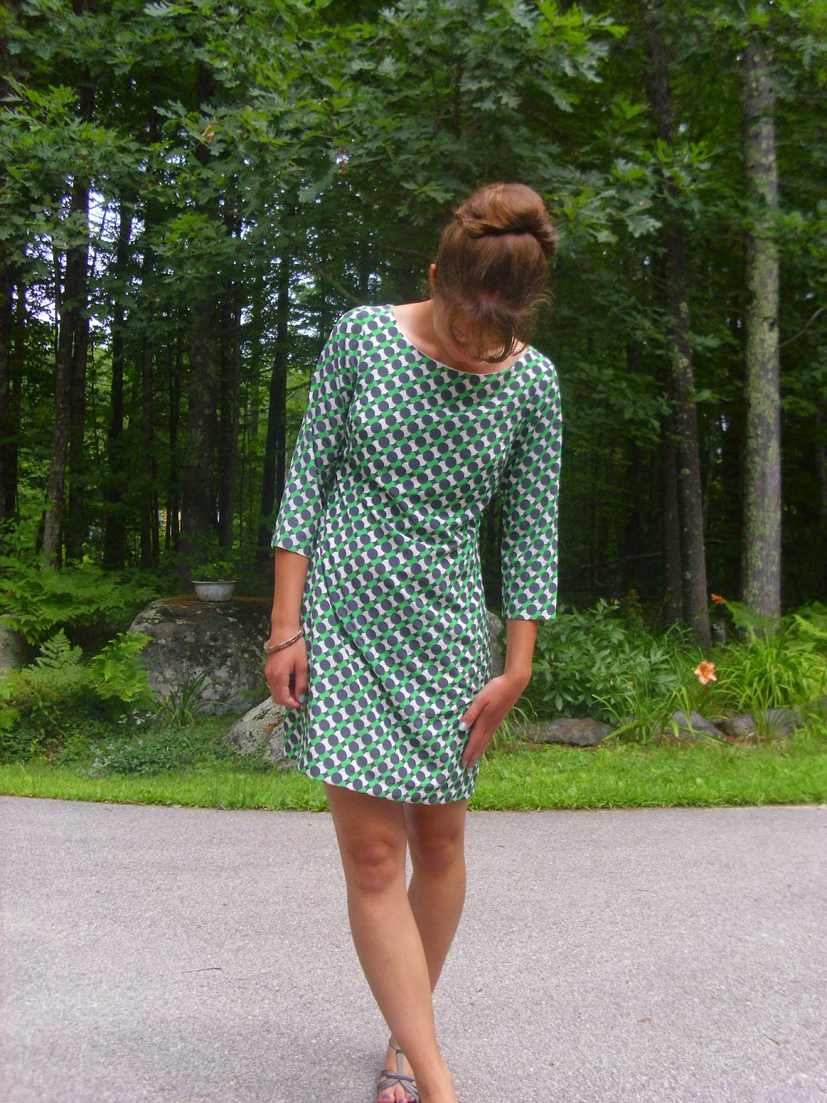 Young Yankee Lady: 60's shift dress mod bouffant bun hair style blogger