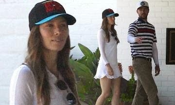 Justin Timberlake and Jessica Biel walk hand in hand to playing a golf in Toluca Lake, California on Sunday, June 15, 2014.