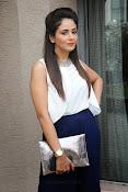 Parul Yadav Glamorous Photos-thumbnail-13