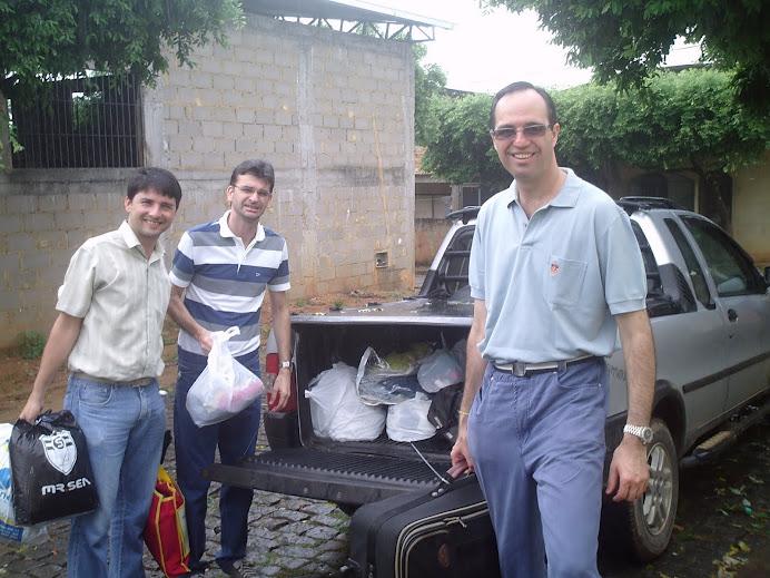 Profs. Marcus, Wagner e Alcemi - entrega em nome do GESAN