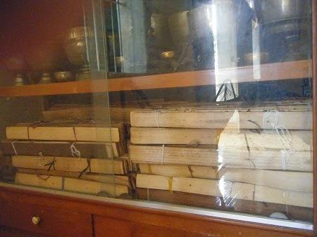 Giấy lá Buông - loại giấy quý của người Khmer.