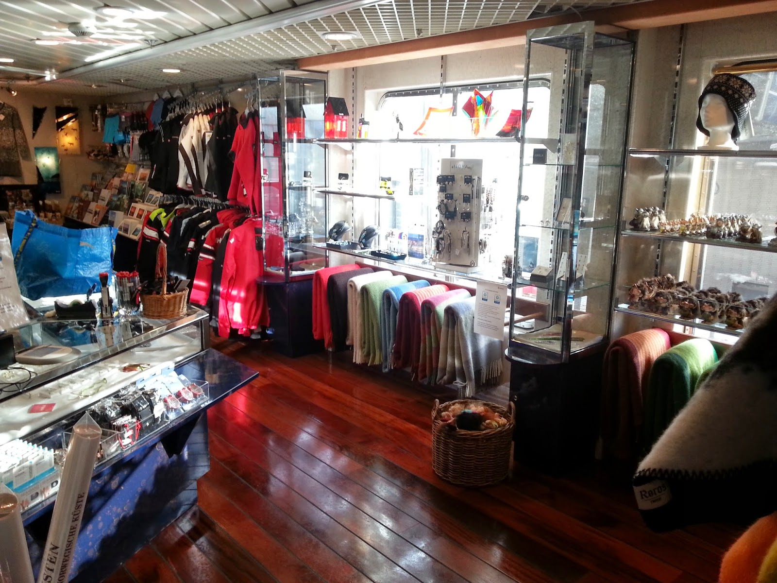 Hurtigruten MS Polarlys - Shop