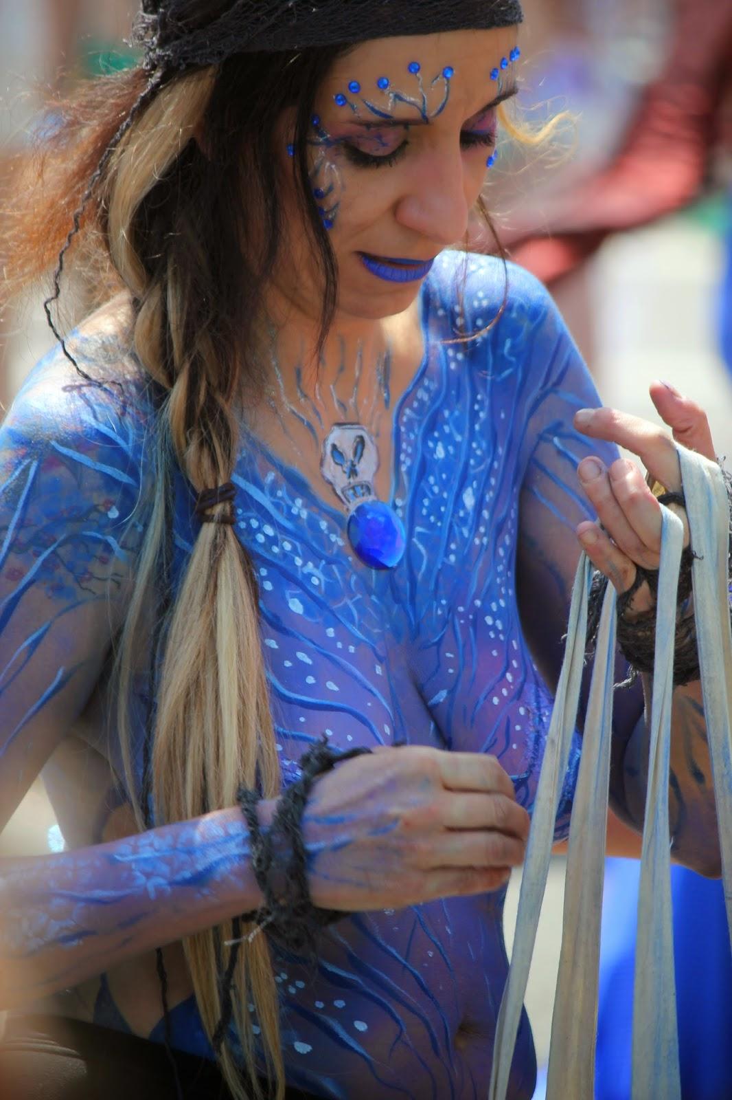 hermosos diseños de pintura corporal sobre el cuerpo de mujer