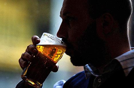 http://4.bp.blogspot.com/-cXeTj_CdRH4/TXp-S0rU1gI/AAAAAAAAADs/jVlje4-YVSo/s1600/drinking-alcohol.jpg