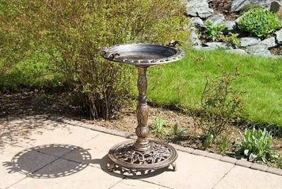 woda dla ptaków ogród