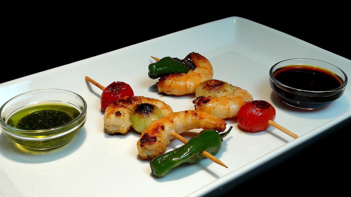 Cocinar para los amigos brocheta de langostinos con dos for Cocinar para los amigos
