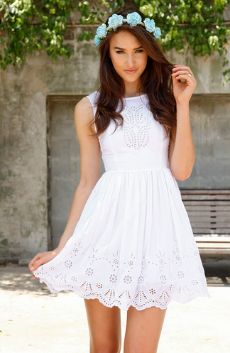 Pretty.Random.Things.: Fashion Review: SABOSKIRT White Eyelet Dresses