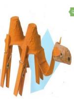 http://manualidadesparaninos.biz/como-hacer-un-camello-con-una-huevera/