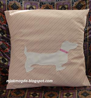 różowa pastelowa poszewka poduszka z psem pies jamnik