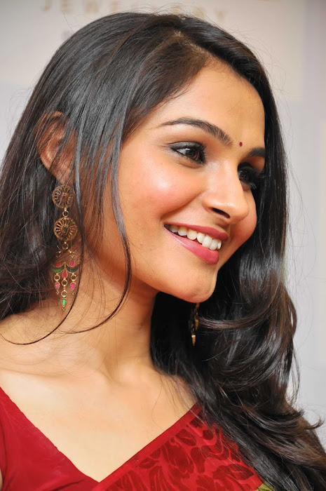andrea jeremiah spicy in saree latest photos