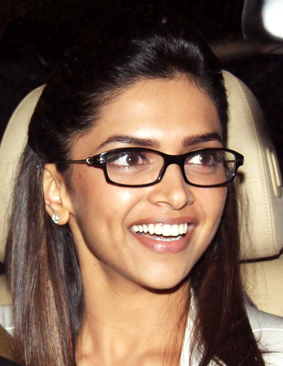15 Pictures Of Deepika Padukone Without Makeup : Styles At Life
