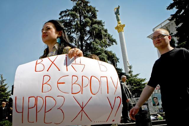 Фото Укринформ:против гомосятины