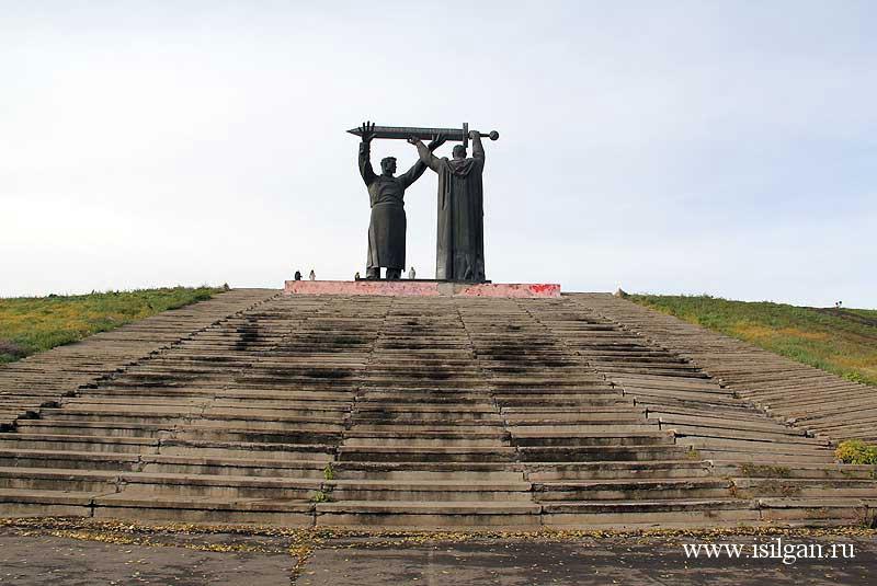 """Монумент """"Тыл-фронту"""". Город Магнитогорск. Челябинская область"""