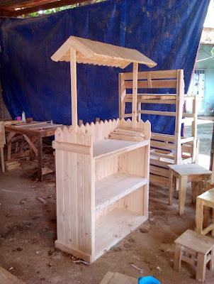 quầy bán hàng bằng gỗ