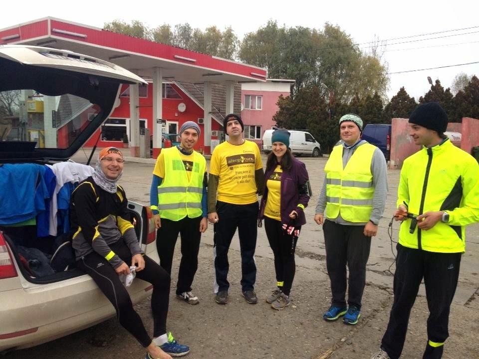 14 oameni curajoşi au alergat sâmbătă pe traseul Reşiţa - Timişoara. Află câţi au alergat distanţa de 100 km. Grup
