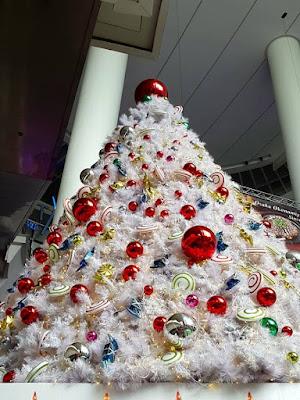 White Christmas tree at the Star Buona Vista