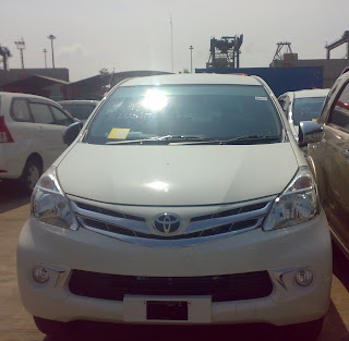 Mobil Toyota Avanza di Pelabuhan