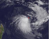 Tropisches Tief 14-S nördlich von Mauritius wird eventuell zum Tropischen Sturm KUENA, Kuena, 2012, Zyklonsaison Südwest-Indik, aktuell, Satellitenbild Satellitenbilder, Juni, Madagaskar, Mauritius, Vorhersage Forecast Prognose,