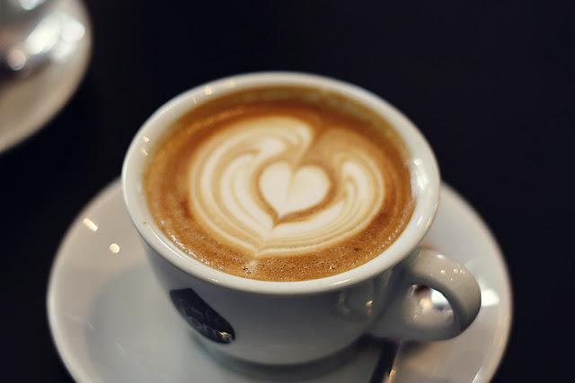 cappuccino, le bal café paris