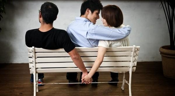 12 صنف من النساء اللواتي يمكن أن يخنّ أزواجهن