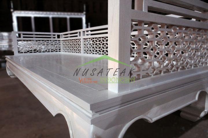 Rancasan Whitewash Antique Sofa