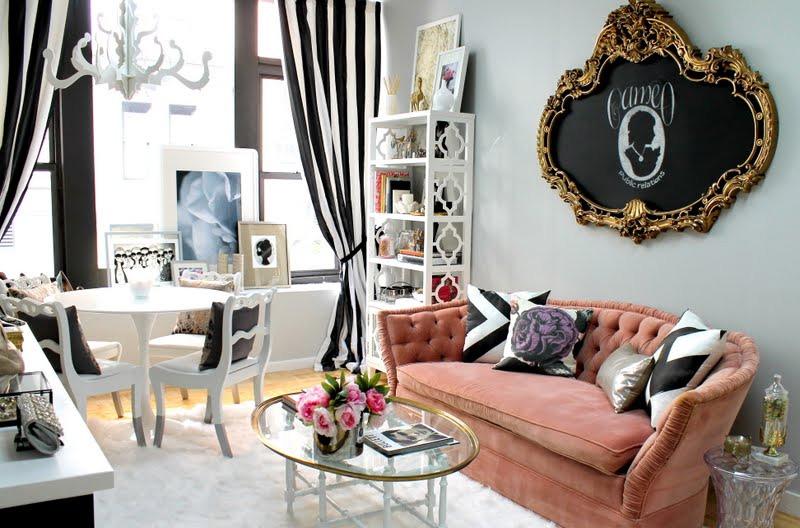 sofá terciopelo rosa empolvado