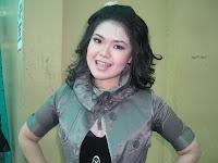 Foto Sexy Tina Toon di Sampul Majalah Popular