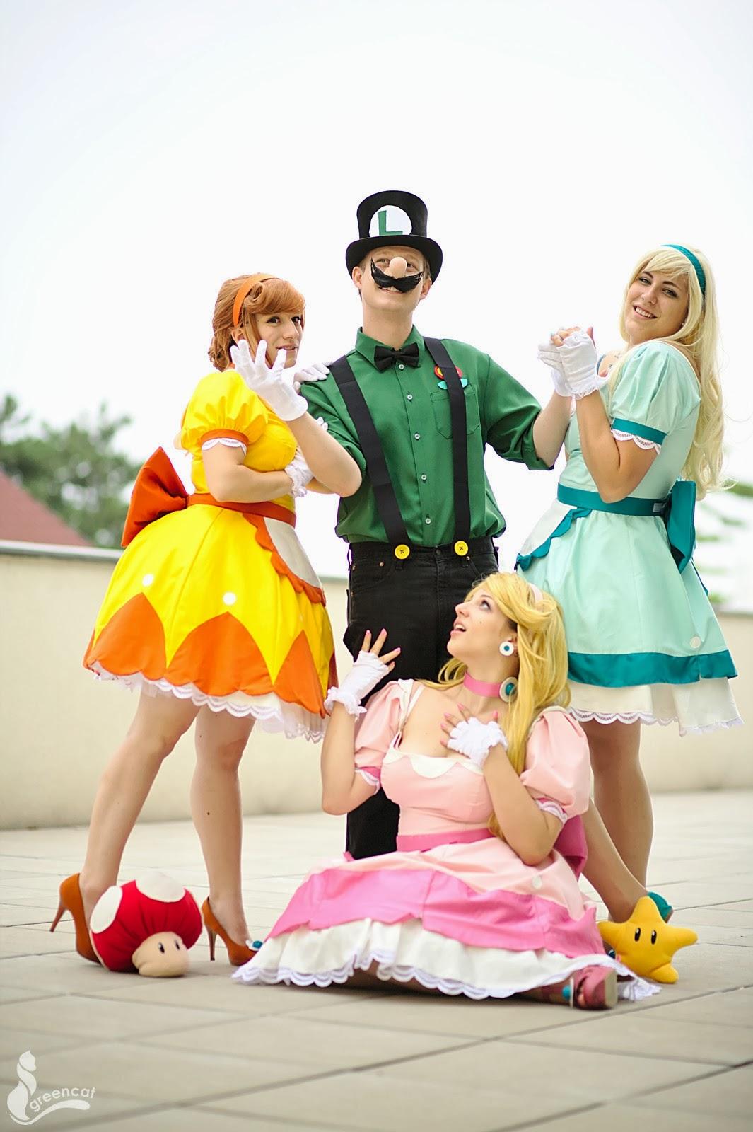 luigi-mario-cosplay-peach