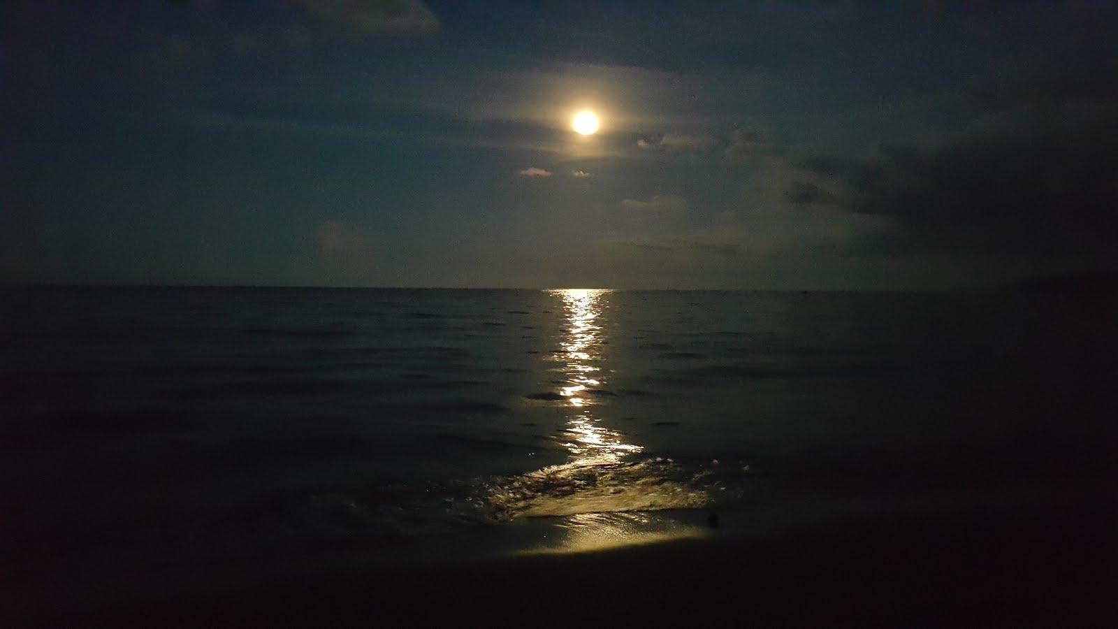 Terang Bulan di Amban Pantai