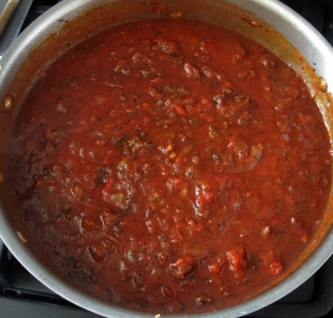 red wine marinara with browned ground lamb