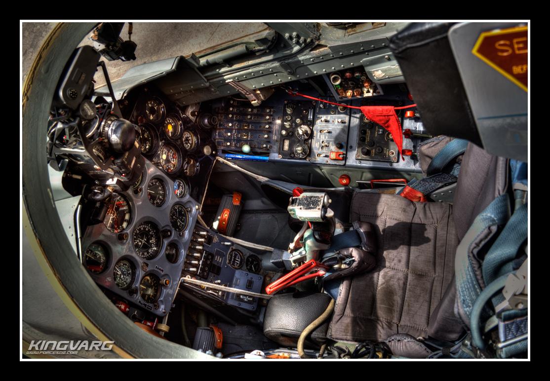انشاء خط لصيانة طائرات الباتروس في الجزائر Cockpit+L-39+blog