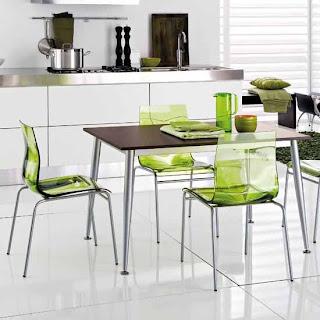 Cadeiras verdes transparentes para a cozinha