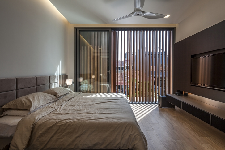 Master bedroom in Modern House by Wallflower Architecture + Design