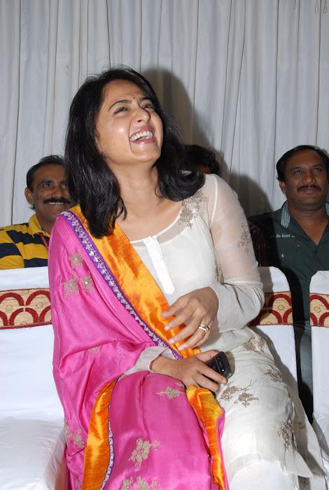 anushka new actress pics