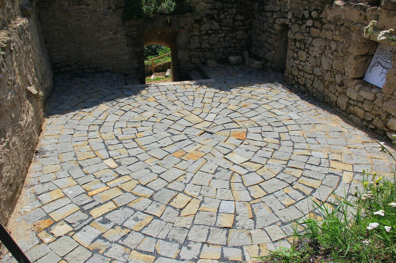 Kamenná mozaika/The Stone Mosaic