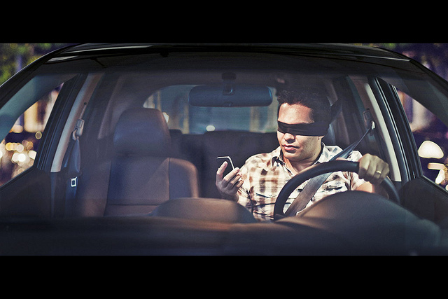{Don't text and Drive} by CaioBraga, on Flickr