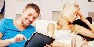 5 Kebiasaan Pria Yang Menjengkelkan Bagi Wanita Namun Tidak Disadari Pria