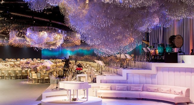 The Beautifully Dreamy Space Had 65,000 Swarovski Crystals, 4,000 Paper  Cranes And 15,000 Light Sticks Hanging From The Ceiling To Simulate An  Enchanting ...