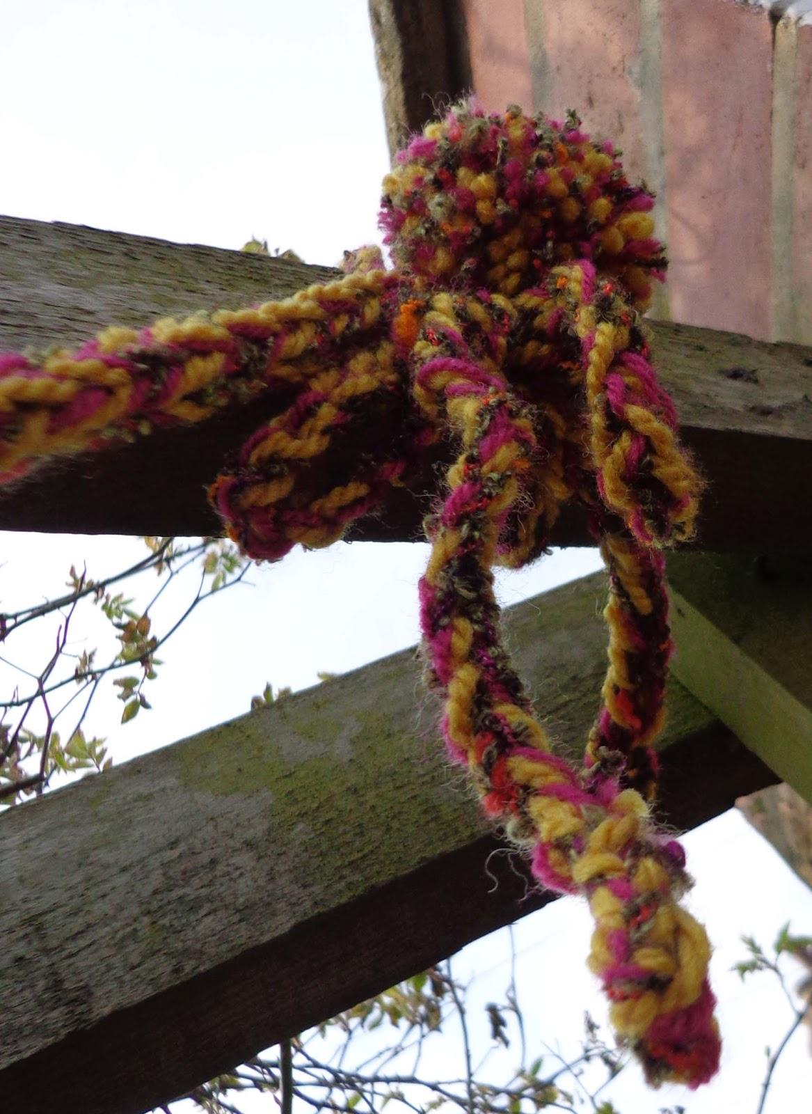 Finger Knitting Flowers : Hippystitch yarnbombing in rowntree park york