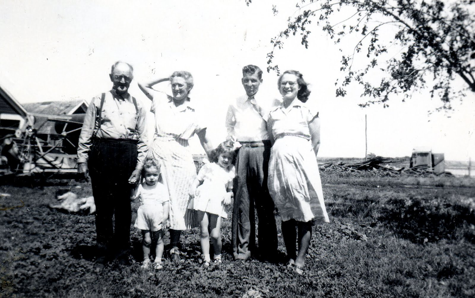 random family Givenname(gender) // a random given name for the given gender (optional)  grandfamilyname() // a random family name grandname(gender) // a random  full.